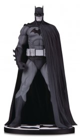 Batman Black & White Socha Batman (Version 3) by Jim Lee 18 cm