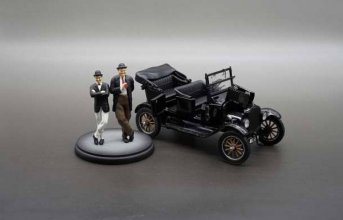 Laurel and Hardy kovový model 1/24 1925 Ford Model T with Figur