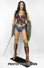 Wonder Woman Life-Size Socha Wonder Woman (Foam Rubber/Latex) 1