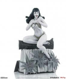 Women of Dynamite Socha Bettie Page (Black & White Edition) 24