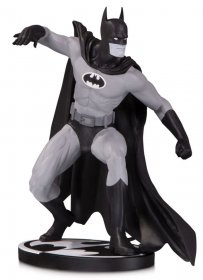 Batman Black & White Socha Batman by Gene Colan 17 cm
