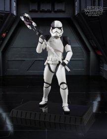 Star Wars Episode VIII Socha 1/6 Executioner Trooper 28 cm