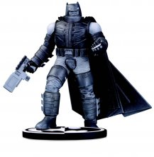 Batman Black & White Socha Batman by Frank Miller 18 cm