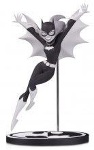Batman Black & White Socha Batgirl by Bruce Timm 18 cm