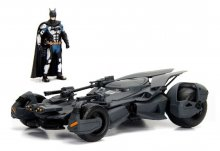 Justice League kovový model 1/24 2017 Batmobile with figure