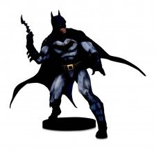 DC Designer Series Socha Batman by Olivier Coipel 28 cm